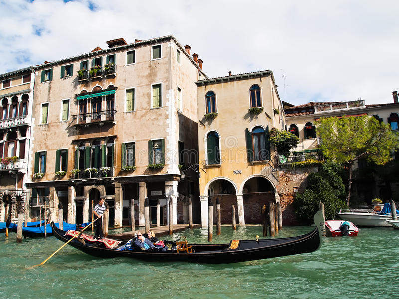 Traditionelle Boote Gondoliero, Venedig Italien lizenzfreie stockfotografie