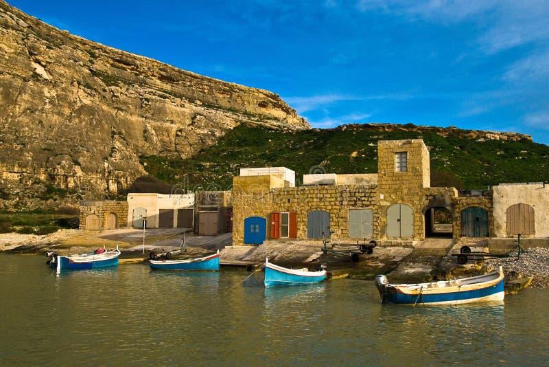 Traditionelle bunte Boote in Gozo stockbild
