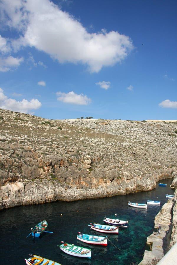 Traditionelle bunte Fischerboote am bayin Malta stockfoto
