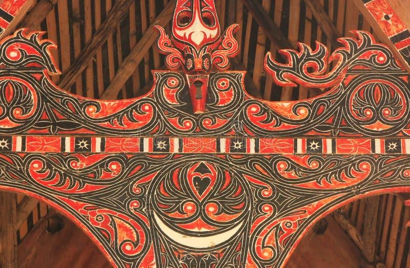 Traditionelle Dekoration von Batak-Haus auf Samosir-Insel, Sumatra lizenzfreie stockbilder