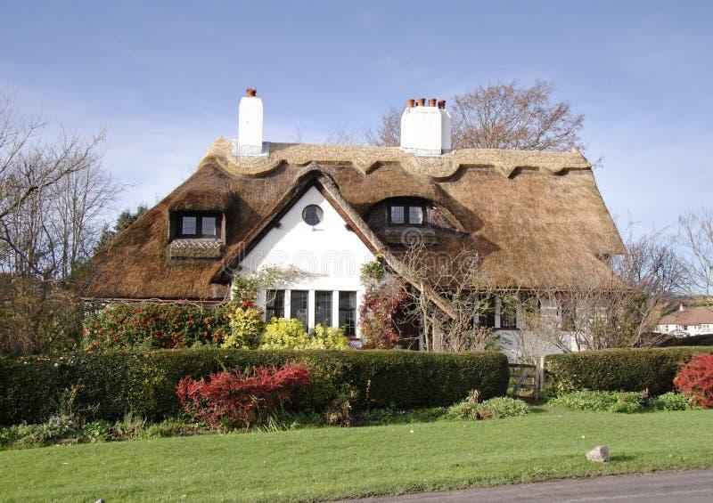 Traditionelle englische Dorf-Häuser stockbilder