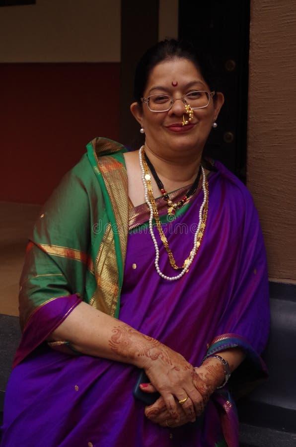 Traditionelle Frau auf Inder village-2 stockbilder