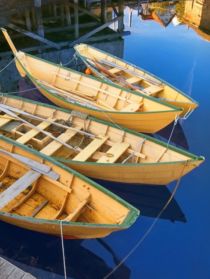 Traditionelle gelbe Neuschottland-Fischerboote stockfoto