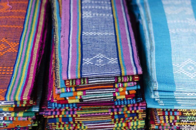Traditionelle gesponnene tais Gewebeschals in leste Dilis Osttimor stockfotografie