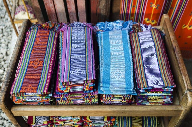 Traditionelle gesponnene tais Gewebeschals in leste Dilis Osttimor stockbild