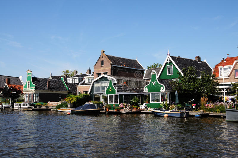 Traditionelle grüne Häuser in Zaanse Schans die Niederlande lizenzfreie stockfotografie