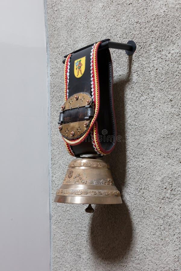 Traditionelle große Kuhglocke von den Schweizer Alpen lizenzfreies stockfoto