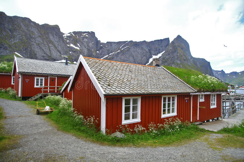 Traditionelle Häuser in Lofoten, Norwegen stockbilder