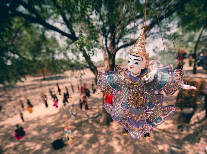 Traditionelle hölzerne Marionetten bei altem Bagan auf Myanmar stockbild