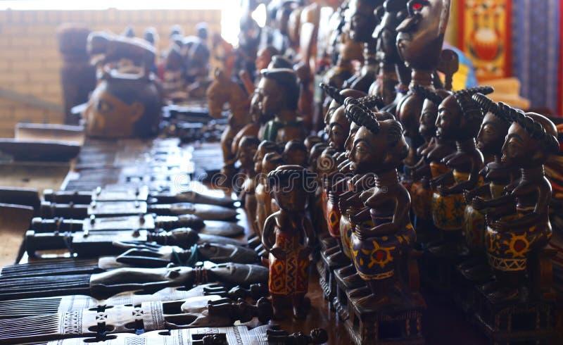 Traditionelle handgemachte hölzerne Zahlen auf einem Markt lizenzfreie stockfotos