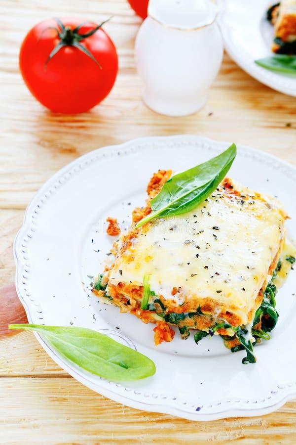 Traditionelle italienische Lasagne auf Platte lizenzfreie stockfotografie