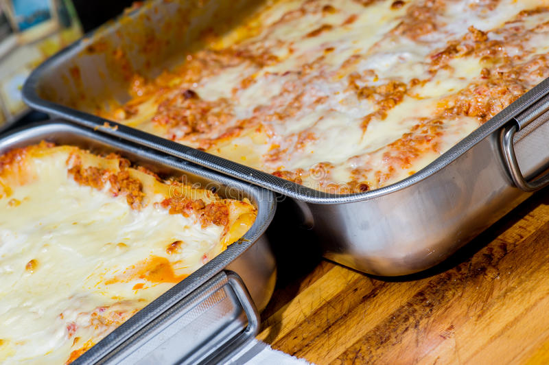 Traditionelle italienische Teigwaren callad Lasagne lizenzfreie stockfotos