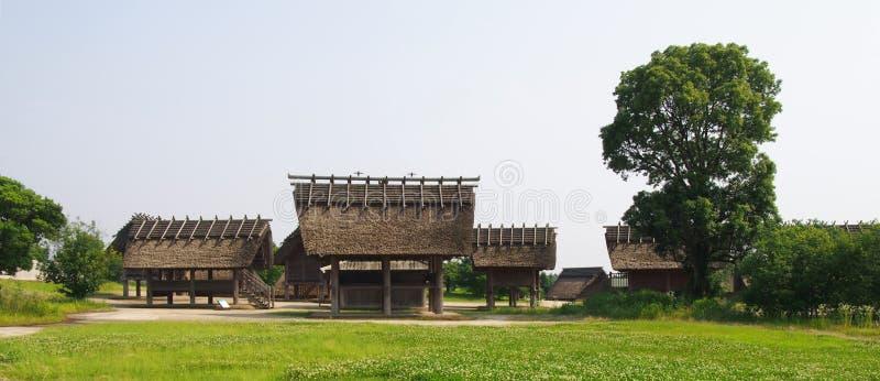 Traditionelle Japanische Häuser traditionelle japanische häuser in historischem park yoshinogari