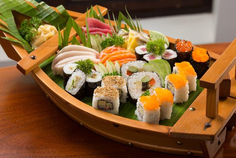 Traditionelle japanische Nahrung der Sushi lizenzfreie stockbilder