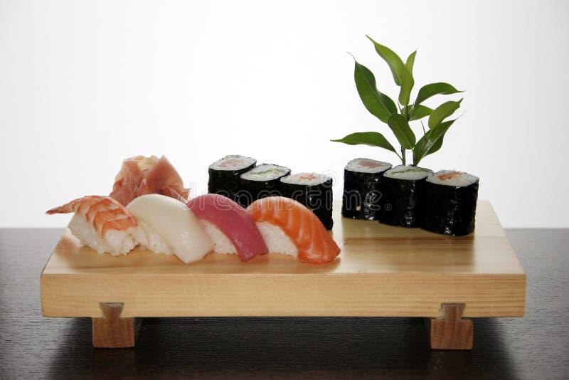 Traditionelle japanische Nahrung der Sushi stockfotografie
