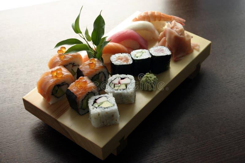 Traditionelle japanische Nahrung der Sushi lizenzfreie stockfotos