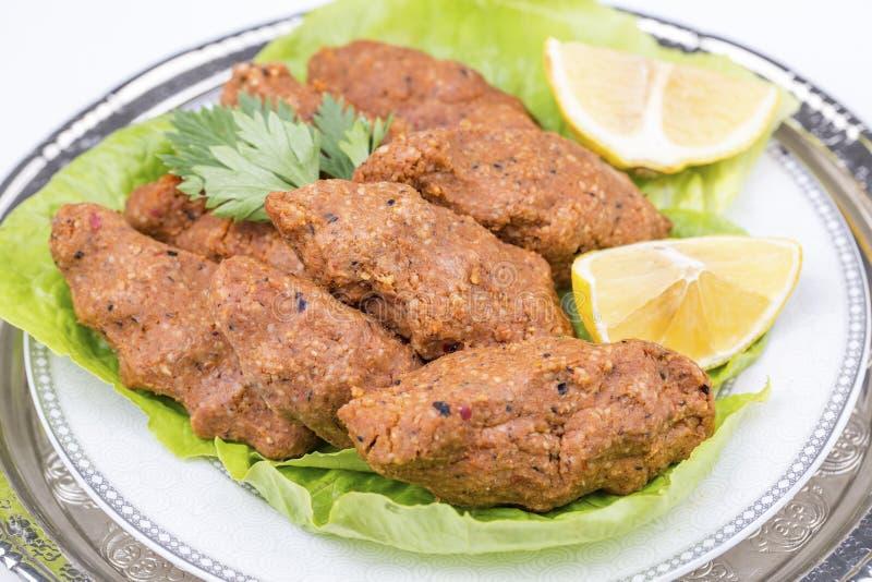 Traditionelle köstliche türkische Nahrungsmittel; Bulgur kofte Cig kofte stockfoto