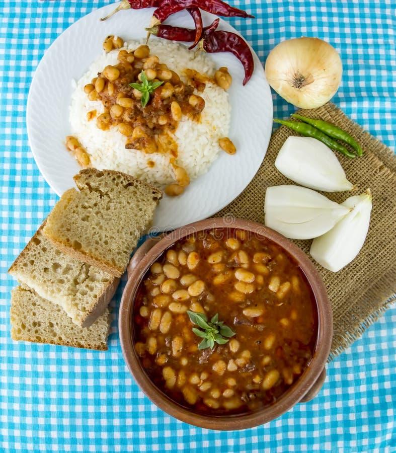 Traditionelle köstliche türkische Nahrungsmittel; getrocknete Bohne Kuru-fasulye lizenzfreie stockbilder
