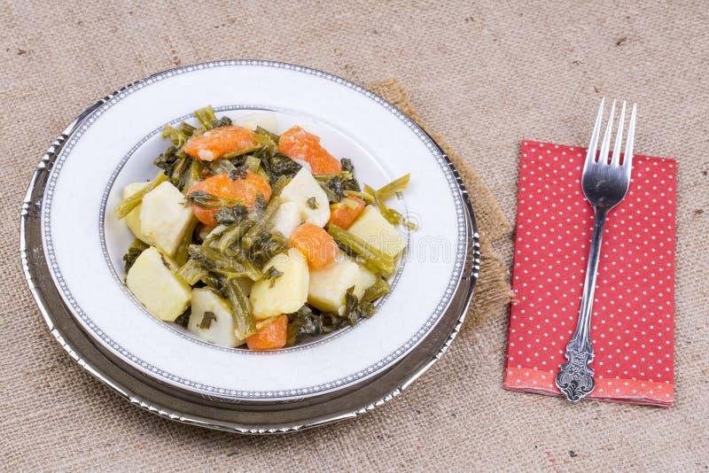 Traditionelle köstliche türkische Nahrungsmittel; Sellerie mit Olivenöl lizenzfreie stockfotografie