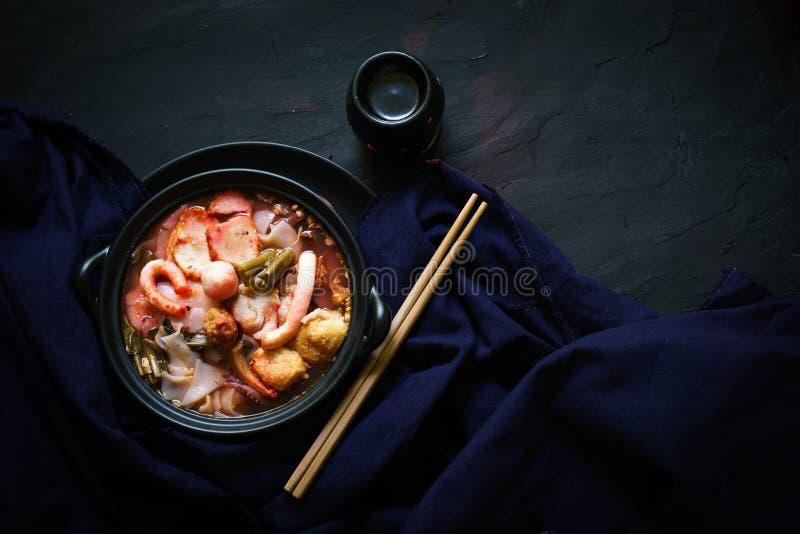 Traditionelle Küche Thailands, Yen Ta Fo, thailändische Nudel, Straßenlebensmittel lizenzfreie stockbilder