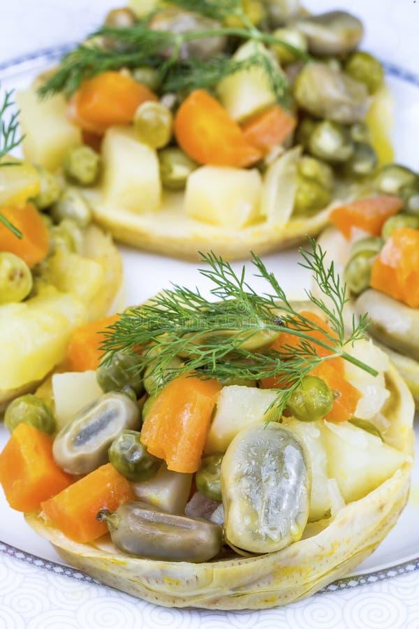 Traditionelle k?stliche t?rkische Nahrungsmittel; Artischocke mit Oliven?l Zeytinyagli Enginar stockbild