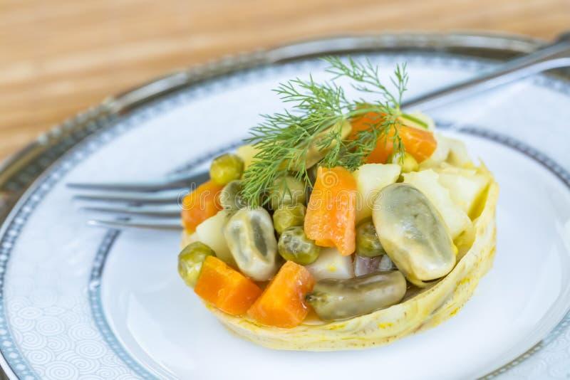 Traditionelle k?stliche t?rkische Nahrungsmittel; Artischocke mit Oliven?l Zeytinyagli Enginar stockfotografie