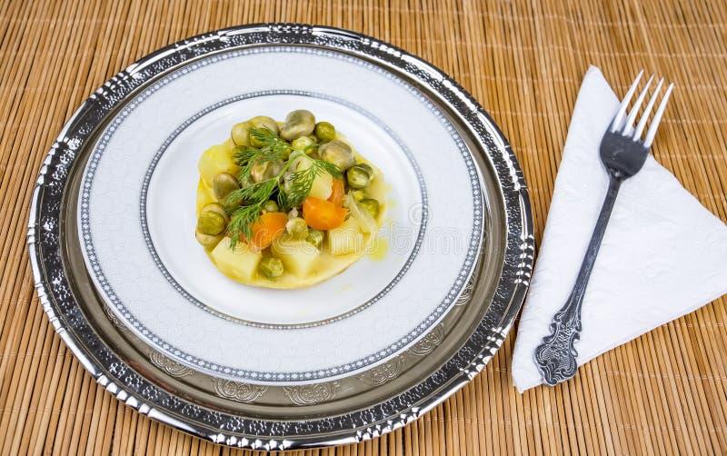 Traditionelle k?stliche t?rkische Nahrungsmittel; Artischocke mit Oliven?l Zeytinyagli Enginar stockbilder