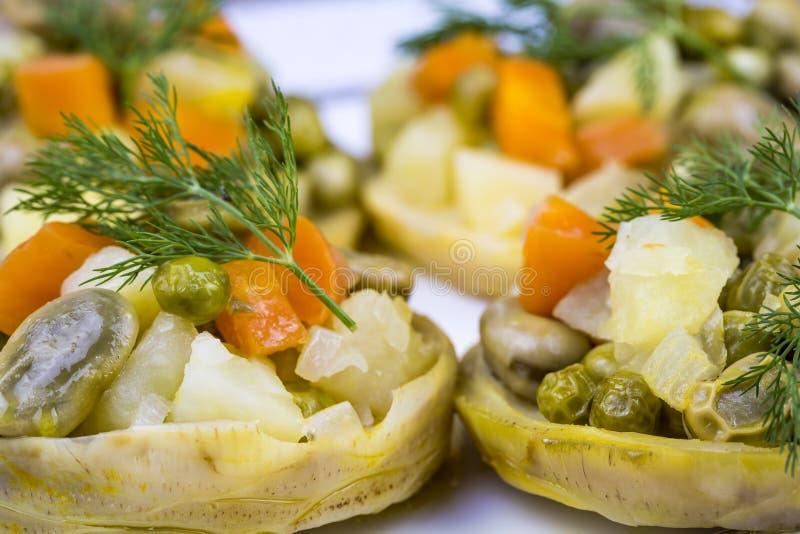 Traditionelle k?stliche t?rkische Nahrungsmittel; Artischocke mit Oliven?l Zeytinyagli Enginar lizenzfreies stockfoto