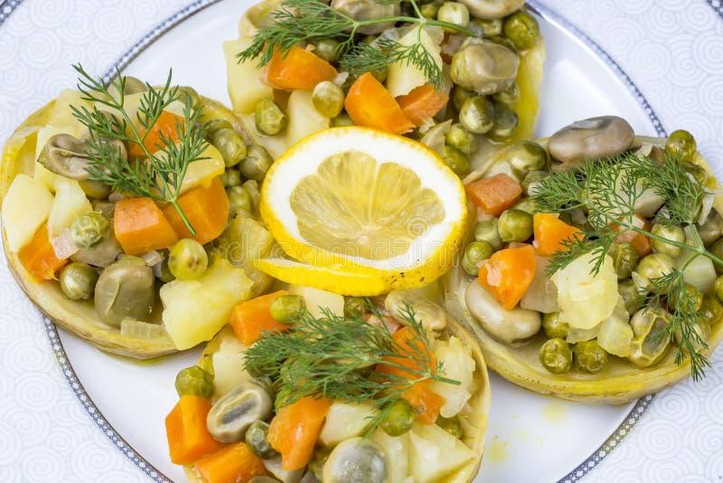 Traditionelle k?stliche t?rkische Nahrungsmittel; Artischocke mit Oliven?l Zeytinyagli Enginar lizenzfreie stockfotos