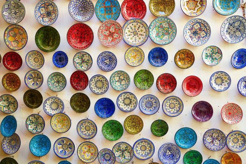 Traditionelle Keramik auf marokkanischem Markt lizenzfreie stockbilder