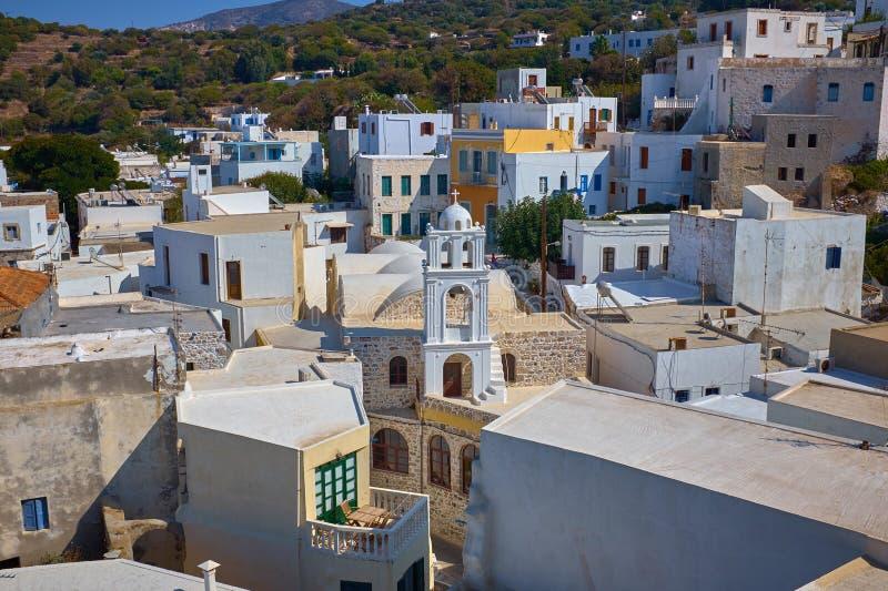 Traditionelle kleine Häuser und churche in Griechenland-Insel stockbilder