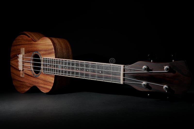 Traditionelle koa Holzukulele Hawaiisches uke Musikinstrument stockfotos