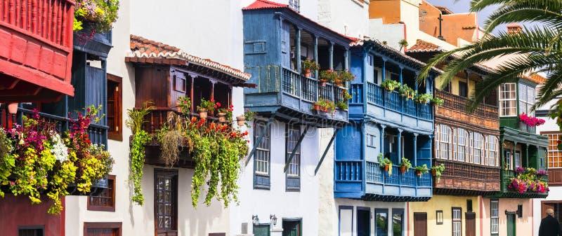 Traditionelle Kolonialarchitektur von Kanarischen Inseln Kapital von La palma - Santa Cruz mit bunten Balkonen lizenzfreies stockbild