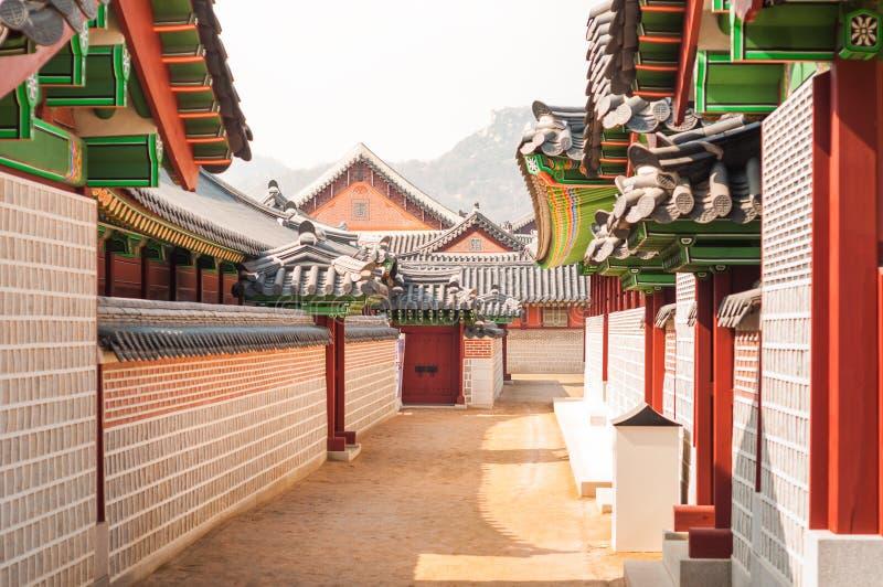 Traditionelle koreanische Architektur an Gyeongbokgungs-Palast stockbild