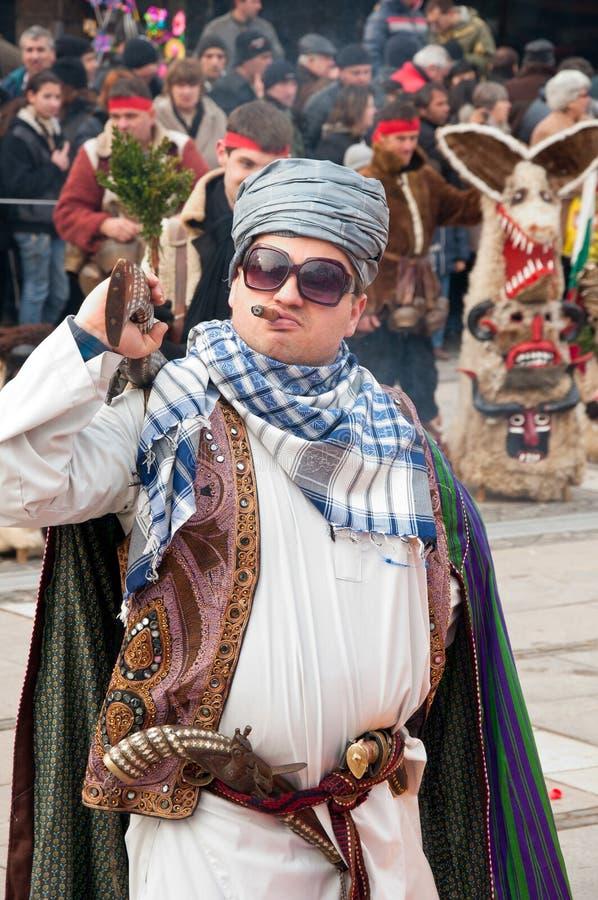 Traditionelle Kostüme an den Maskeradespielen lizenzfreies stockbild