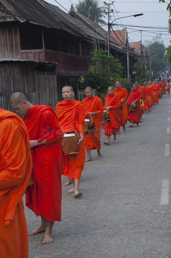 Traditionelle Laomönchzeremonie lizenzfreies stockbild