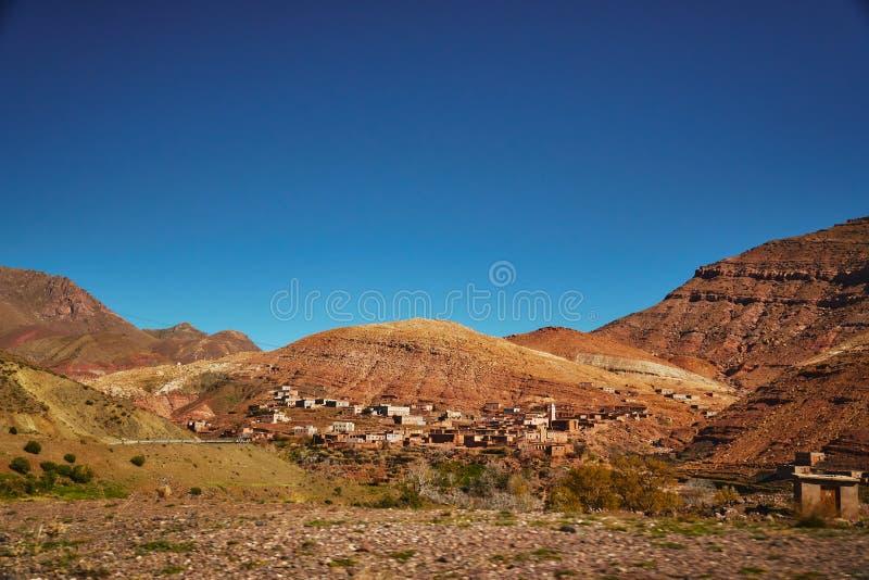 Traditionelle marokkanische Wüstenlandschaft lizenzfreie stockfotos