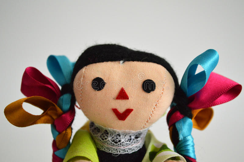 Traditionelle mexikanische ethnische handgemachte Puppe stockbild