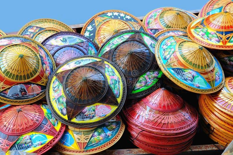 Traditionelle nationale Hüte von Thailand stockbilder