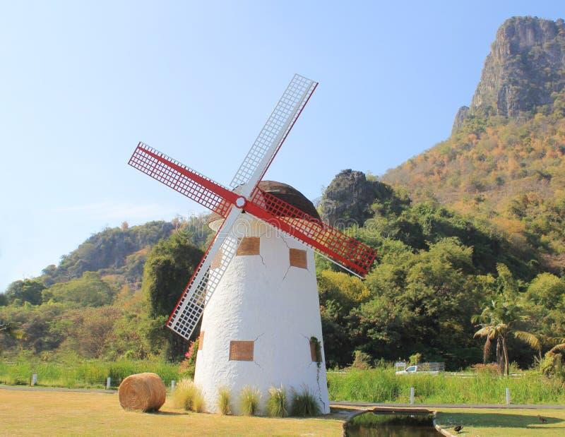 Traditionelle niederländische Windmühle lizenzfreies stockfoto