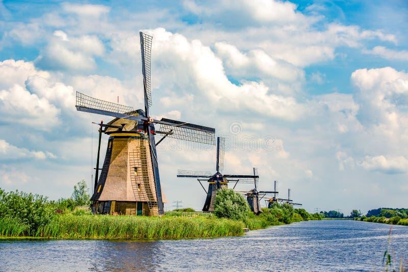 Traditionelle niederländische Windmühlen nahe Kinderdijk stockbild