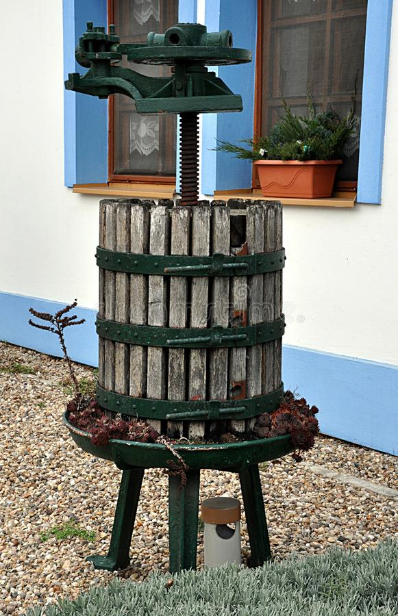 Traditionelle Presse für Trauben stockfotos