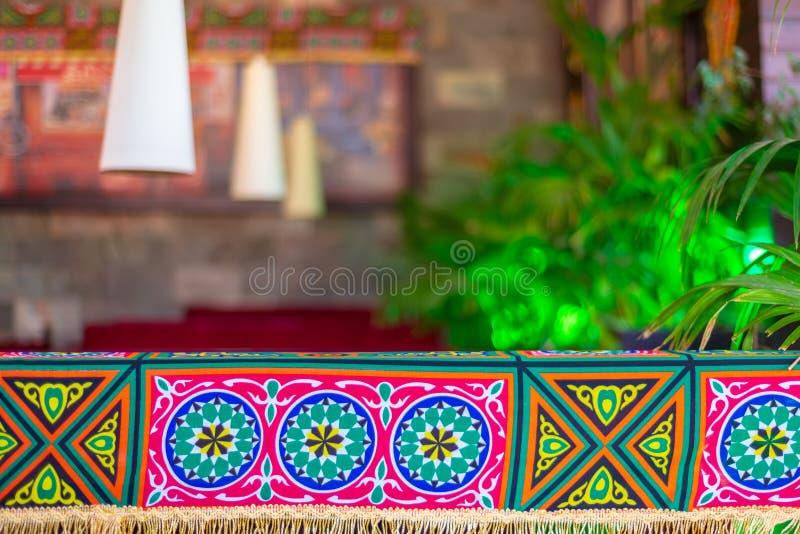 Traditionelle Ramadan-Dekorationen mit undeutlichem Hintergrund lizenzfreie stockfotografie