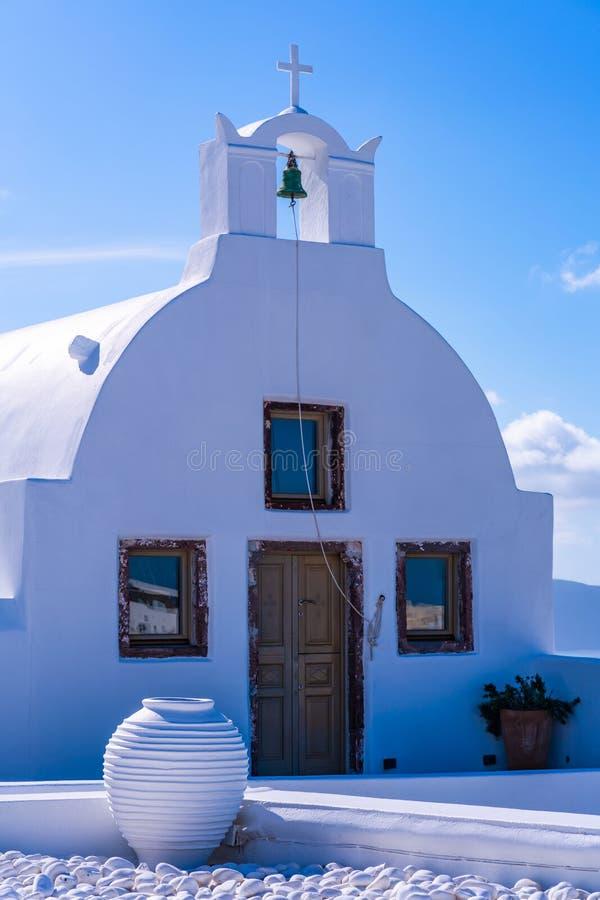 Traditionelle rehabilitierte griechisch-orthodoxe Kirche in Oia lizenzfreies stockfoto