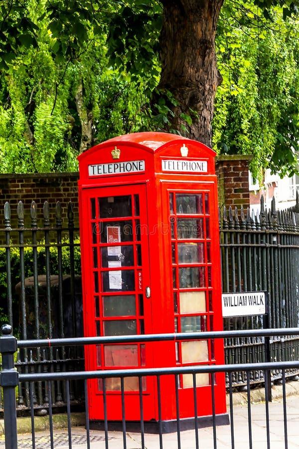 Traditionelle rote englische Telefonzelle an Straße Königs William Walk greenwich Großbritannien stockfotografie