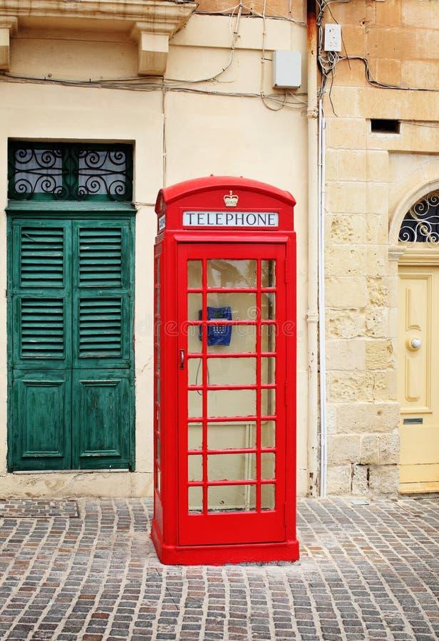 Traditionelle rote Telefonzelle in Malta stockbild
