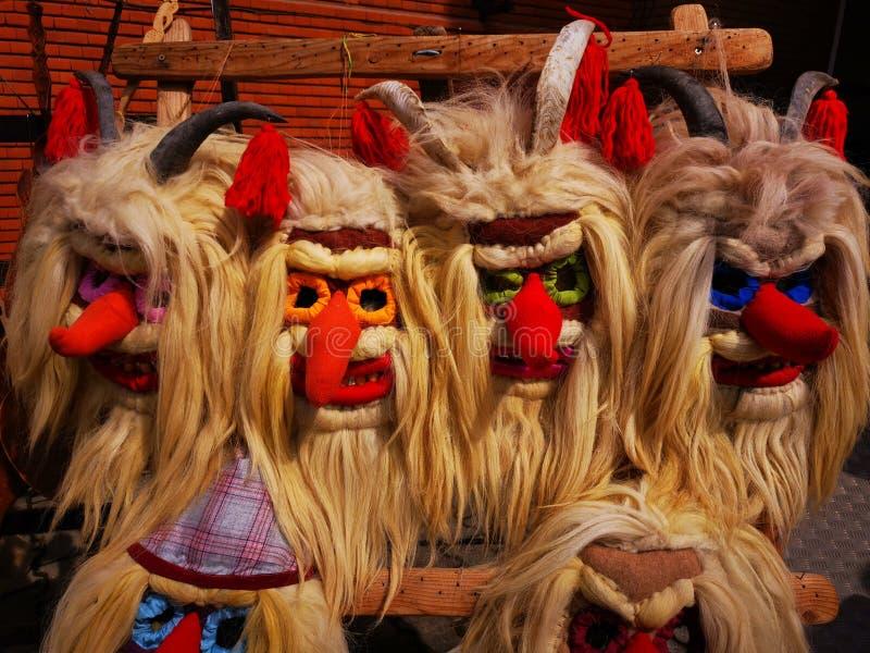 Traditionelle rumänische festliche Masken bunt lizenzfreie stockfotos