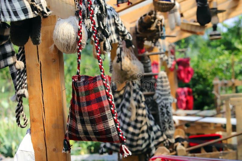 Traditionelle rumänische handgemachte gesponnene Taschen lizenzfreie stockfotografie