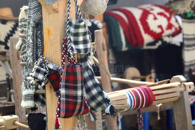 Traditionelle rumänische handgemachte gesponnene Taschen lizenzfreies stockbild