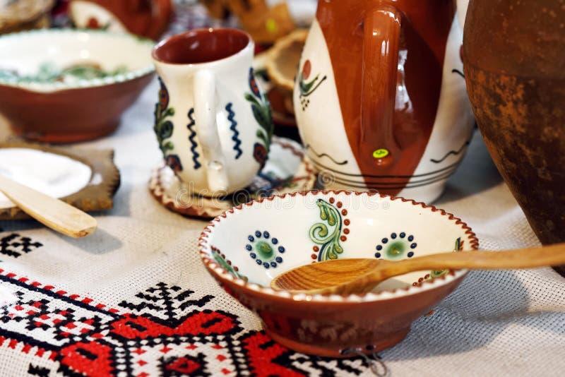Traditionelle rum?nische Tonwaren stockfotografie